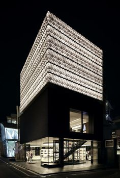 Marc Jacobs flagship store in Aoyama, Tokyo by Jaklitsch / Gardner Architects