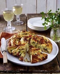 Unser beliebtes Rezept für Brotrad mit Käse, Knobi, Schinken und Zwiebeln und mehr als 55.000 weitere kostenlose Rezepte auf LECKER.de.