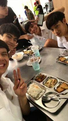 Cute Actors, Actors & Actresses, Chibi, Bae, Thailand, Best Friends, Childhood, Memes, Beat Friends