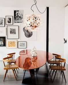 monday! Love the irregular shape of this table ⭐️ picture via fashionsquad.com with thanks ✨