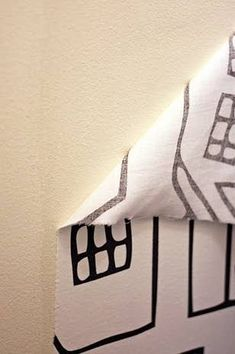 Use a paste of water and cornstarch to make removable wallpaper out of fabric. home design room design design ideas decorating interior design 2012 Do It Yourself Design, Do It Yourself Home, Home Decor Hacks, Home Hacks, Diy Home Decor Rustic, Decor Diy, Diy Casa, Fabric Wallpaper, Orange Wallpaper
