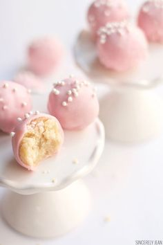 These Sugar Cookie Truffles are made of delicious and chewy sugar cookies mixed with cream cheese and dipped in chocolate. Pink Cookies, Chewy Sugar Cookies, Summer Cookies, Flower Cookies, Easter Cookies, Cookies Et Biscuits, Cookie Bouquet, Baby Cookies, Heart Cookies