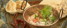 Zalmrolletje met komkommer en Cavi-Art - Dishcover Salade Caprese, Wedding Appetizers, Food Decoration, Dumplings, Food Art, Guacamole, Pancakes, Tacos, Gluten