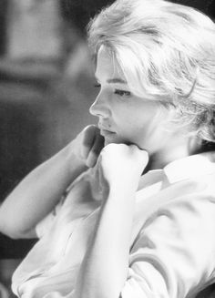 Gena Rowlands photographed by Leo Fuchs on the set of The Spiral Road I am not the author of this image. Check out Gena Rowlands by Peter Lindbergh right here Hollywood Life, Classic Hollywood, Old Hollywood, Gena Rowlands, Robert Mulligan, John Cassavetes, New York Life, Popular People, Face Photo