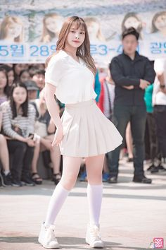 Cute Asian Girls, Pretty Girls, School Girl Outfit, Girl Outfits, Pleated Mini Skirt, Mini Skirts, Korean Fashion, Women's Fashion, Cheng Xiao