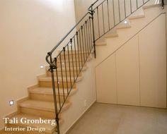 עיצוב חלל מדרגות, מקום אחסון סגור מתחת למדרגות, מעקה ברזל מעוצב, תאורה שקועה . Ikea Bedroom, Led, House Plans, Stairs, House Design, How To Plan, Home Decor, Stair Risers, Stairway