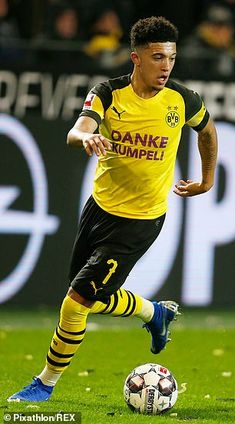 Christian Pulisic had lost his place at Dortmund to Jadon Sancho Sancho's meteoric rise has been one of the most special stories in European football last year Football Soccer, Football Players, College Football, Liverpool Champions League, Liverpool Fc, Cristano Ronaldo, Christian Pulisic, European Soccer, Fc Chelsea