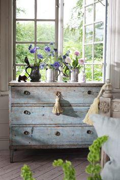 Louis Blue-Annie Sloan  #paintedfurniture #anniesloan #itsbeenpainted!