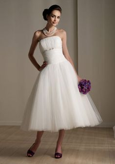 This wedding dress length is so fresh and fun, and I think it would be fab for our vow renewal. However, tea-length definitely makes my legs look short! I think I may go for a party wedding dress!