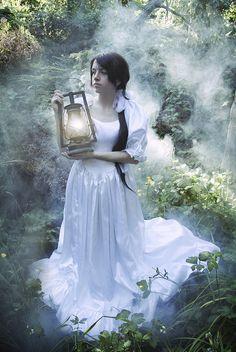 Lantern photoshoot awesomeness :D Dracma Perdida, Fairy Photoshoot, Enchanted Princess, Haunted Woods, Forest Photography, Fashion Photography, Prayer Garden, Dragon Princess, Woodland Fairy