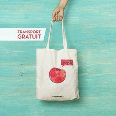 Ce punem într-o Sacoșă cu Roșie? Roșii. Dar sacoșa aceasta poate duce mult mai mult decât atât: fructe, legume, stare de bine și poftă de viață sănătoasă. Transport gratuit Mai, Transportation, Reusable Tote Bags, Green