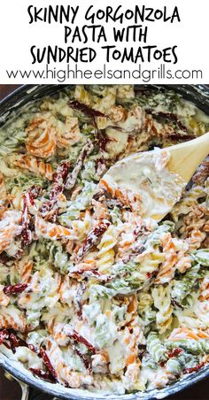 Skinny Gorgonzola Pasta with Sundried Tomatoes - This is an awesome, lightened up dinner recipe! #RonzoniSummer #pmedia #ad http://www.highheelsandgrills.com/skinny-gorgonzola-pasta-with-sundried-tomatoes/