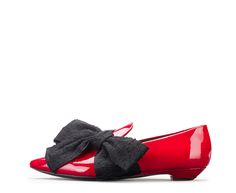 Attilio Giusti Leombruni - Tuxedo loafer in red patent leather. #agl #aglshoes #shoes #loafer #patentleather #red #glossy #bow #feminine #xmas #festive #look #style