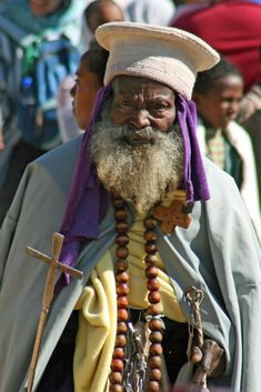 Geography and history mostly isolated the Ethiopian Orthodox Church from the rest of the Christian world until the century. The Ethiopian king converted to Christ in the century, about the same time as the Roman Emperor Constantine. Christian World, Christian Art, We Are The World, People Of The World, Orthodox Priest, Orthodox Christianity, Namaste, Ethiopian People, Religion