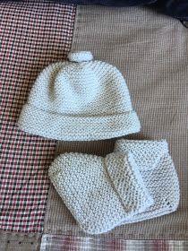 carmenbecares.blogspot.com: CALCETINES BEBÉ. BABY KNITTING SOCKS. ( PATUCOS) Crochet Beanie Hat, Beanie Hats, Knitted Hats, Knitting Socks, Baby Knitting, Winter Hats, Baby Knits, Baby Booties, Pattern