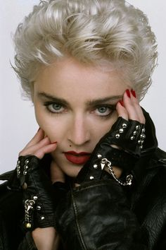 Madonna by Herb Ritts?/LA Jew fashion photographer b. 2002 due pneumonia & HIV+) (b&w portraits in classical Greek sculpture emphasized human shape) photo Richard Gere, then Brooke Shields & Olivia NJ for album Physical) Divas, Madona, Art Visage, Herb Ritts, Guy Ritchie, Actrices Hollywood, Music Icon, Material Girls, Famous Faces