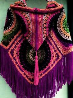 Free crochet patterns and video tutorials: Amazing crochet hooded poncho free pattern.