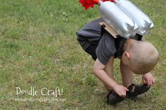 Kids Super Sci-Fi Rocket Fueled Jet Pack Made for Pennies!: Create a Super sci-fi rocket jet pack for your little rocketeer! Color Run Outfit, Upcycled Crafts, Diy Crafts, Diy Rocket, Rocket Power, Valentines For Kids, Homemade Baby, Cool Kids, Kids Fun