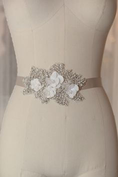 Floral sequins intertwinned in crystals