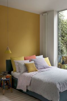 Chambre jaune moutarde : les coloris à associer - ClemAroundTheCorner - chambre mur jaune moutarde deco bleu canard - Mustard Bedroom, Mustard Yellow Bedrooms, Mustard Yellow Decor, Mustard Yellow Walls, Yellow Home Decor, Light Yellow Walls, Yellow Interior, Bedroom Wall, Bedroom Decor