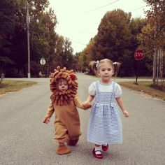 Dorothy and the cowardly lion Halloween toddler costumes