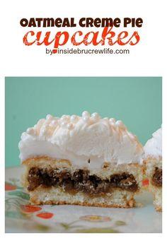 Oatmeal Creme Pie Cupcakes - the fun vanilla cupcakes have a hidden cookie surprise Baking Cupcakes, Cupcake Recipes, Baking Recipes, Cupcake Cakes, Cupcake Ideas, Muffin Recipes, Sweet Cupcakes, Yummy Cupcakes, Vanilla Cupcakes
