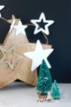 16 DIY projects to glam up your New Year's Eve party Christmas 2016, Christmas Crafts, Christmas Ornaments, Festive Crafts, Diy Crafts, Star Garland, Star Diy, Twinkle Twinkle, Diy Tutorial