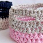 15 ideas crochet basket how to fabric yarn for 2019 Crochet Diy, Diy Crochet Basket, Crochet Basket Tutorial, Crochet Bowl, Crochet Storage, Crochet Basket Pattern, Crochet Crafts, Yarn Crafts, Crochet Patterns
