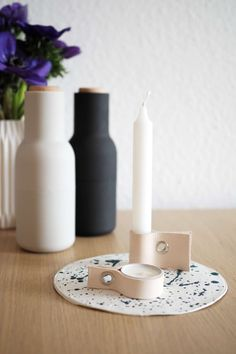 DIY leather candle holder: How to bring the Scandi trend into your home with these chic candle holders and matching coasters! DIY leather candle holder: How to bring the Scandi trend into your home with these chic candle holders and matching coasters! Diy Crafts For Adults, Diy Home Crafts, Crafts To Sell, Diy Candles Video, Diy Y Manualidades, Diy Kit, Diy Candle Holders, Chandeliers, Leather Projects