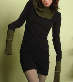tunic dress with cowl and extral long sleeves Black and dark Olive Green