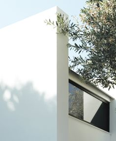 Modern Prefab Cabin house Design prefab homes made in Italy Eco house Modern Prefab Homes, Modular Homes, Prefab Cabins, The Perfect Getaway, Miniature Houses, Cabin Homes, Small Spaces, Italy, House Design