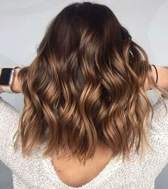 A blond sweep on brown hair, is it possible? - Mel - - Un balayage blond sur cheveux bruns, est-ce possible ? A blond sweep on brown hair, is it possible? Brown Hair Balayage, Hair Color Balayage, Brown Blonde Hair, Balayage Hairstyle, Blonde Honey, Balayage Hair Brunette Caramel, Short Balayage, Honey Balayage, Subtle Balayage