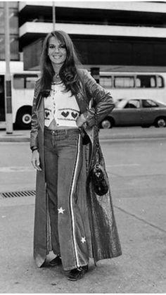 A pretty groovy looking Natalie Wood, 📷 👠Natalia Wood, Beautiful People, Beautiful Women, Splendour In The Grass, Celebrity Biographies, Steve Mcqueen, Celebs, Celebrities, Best Actress
