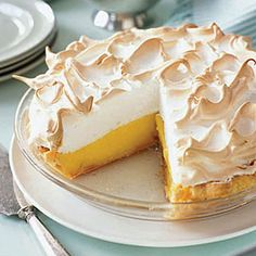 Lemon Meringue Pie - Substitute regular sugar for Sugar Twin for a guilt free dessert Köstliche Desserts, Delicious Desserts, Dessert Recipes, Plated Desserts, Lemon Tarte, Pie Recipes, Cooking Recipes, Cooking Tips, Meringue Recept