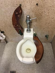 The toilets in the old part of my hospital. Sink, Old Things, Toilets, Pets, Funny, Google, Home Decor, Bath, Taps