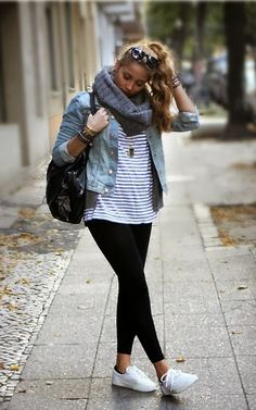 sporty style, striped shirt with leggings and white sneakers
