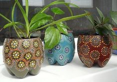 5 Creative Ways To Grow Small Flower Gardens Plastic Bottle Planter, Reuse Plastic Bottles, Plastic Bottle Crafts, Diy Bottle, Decorated Flower Pots, Painted Flower Pots, Diy Flowers, Paper Flowers, Flower Diy