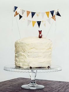 @Mary Gardner! Bunting on a cake!