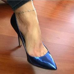 Thanks to for this special shot Sexy Legs And Heels, Hot High Heels, High Heel Pumps, Womens High Heels, Pumps Heels, Stiletto Heels, Stilettos, Frauen In High Heels, Beautiful High Heels