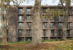Henley Halebrown's ensemble of student residences at Roehampton University is informed by layers of history, finds David Grandorge Words,photos David Grandorge Photographer, academic and teacher at TU Delft. His recent work includes a documentary project on landscape andinfrastructure,