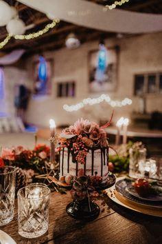 Hochzeit | Hochzeitstorte | Photoshooting | | Boho-Wedding | Vintage-Wedding | Scheunenhochzeiten | Photographer | Wedding | Inspiration | Shooting | Hochzeitsfotografie | Photography | Photos | Photography | Weddingphotography | Details | Nora Scholz Photography | Weddingcake | Cake | Hochzeitskuchen | naked cake | Torte | Flowers | Cake-Flowers
