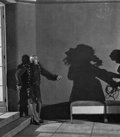 Warning Shadows: A Nocturnal Hallucination dir. Arthur Robison) (via) Shadow Film, Shadow Play, Silent Horror, Silent Film, Classic Horror Movies, Horror Films, Monster Illustration, Cinema, Horror House