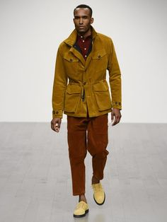 The complete Oliver Spencer Fall 2018 Menswear fashion show now on Vogue Runway. Vogue Paris, Fashion 101, Mens Fashion, London Fashion Week Mens, Corduroy Jacket, Fashion Show Collection, Cool Style, Men's Style, Winter Jackets