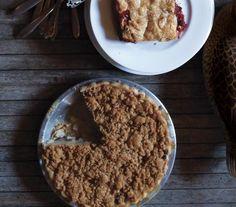Dutch Apple, Pear, and Raisin Pie