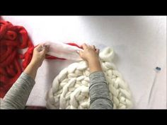 How to hand/arm knit a circular rug for July 4! Or any other occasions.
