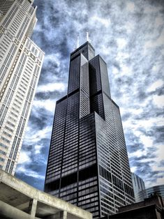 """See 4355 photos from 49258 visitors about sears tower, skydeck, and scenic views. """"Willis tower is a Chicago must see. Breathtaking architecture and. Milwaukee City, Chicago City, Chicago Skyline, Glass Balcony, Chicago Photography, Unique Architecture, Urban Landscape, Willis Tower, Places To Visit"""