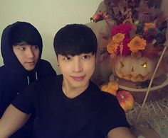 Halloween flower arrangement pumpkin GardenBridge academy seoul korea florist