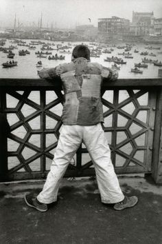 Exhibition: 'Witness at a Crossroads: Photographer Marc Riboud in Asia' at The Rubin Museum of Art, New York – Art Blart Marc Riboud, Henri Cartier Bresson, Martin Munkacsi, Black And White City, Moving To Paris, Old Photography, French Photographers, Historical Pictures, Black And White Photography