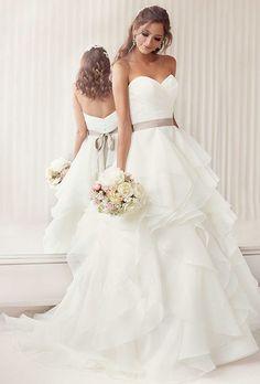 Neu A-line Kapelle Weiß Elfenbein Mehrschichtorganza Hochzeitskleid Brautkleid