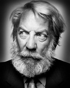 Donald Sutherland by Platon. one of my favorite actors Donald Sutherland, Celebrity Portraits, Celebrity Photos, Celebrity Photography, Portrait Male, Cinema Tv, Actrices Hollywood, Black And White Portraits, Interesting Faces